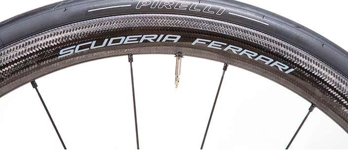 Шоссейный велосипед Scuderia Ferrari: колеса из карбона