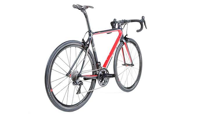 Шоссейный велосипед Scuderia Ferrari: рама из карбона