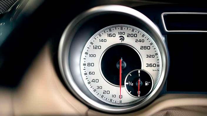 Приборная панель Ares X-Raid из Mercedes G-Class