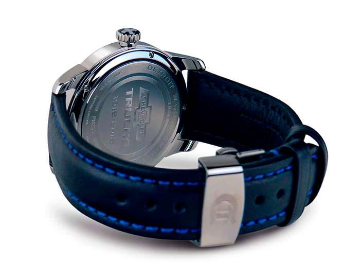 Наручные часы с кожаным ремешком DWC Chevrolet