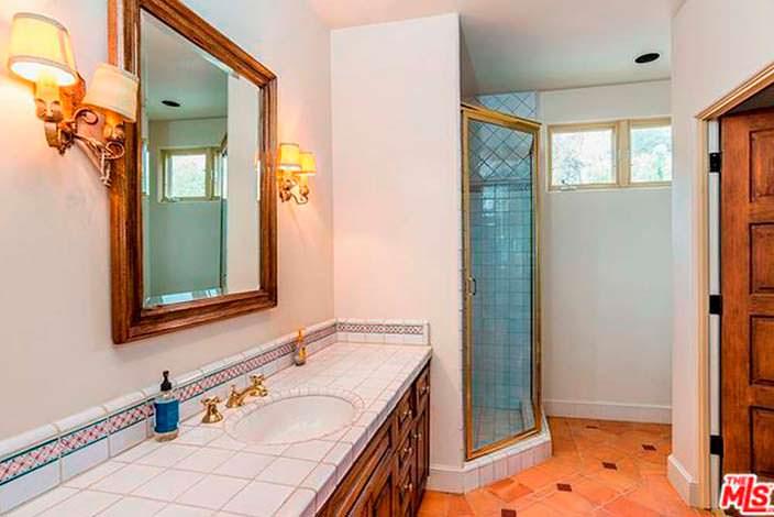 Дизайн ванной комнаты в испанском стиле