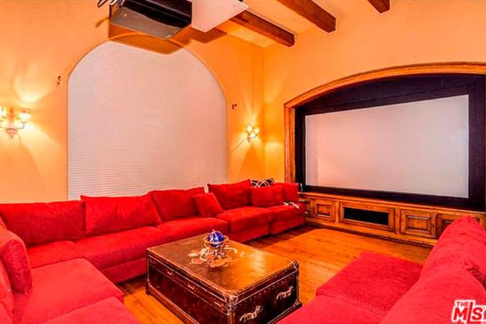 Частный кинотеатр в доме