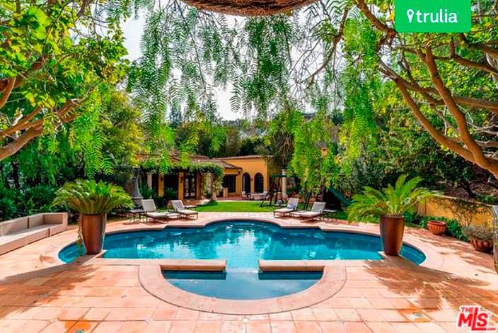 Дом в испанском стиле с бассейном и спа