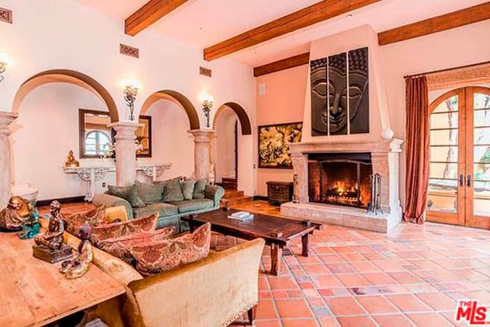 Элитная гостиная в испанском стиле