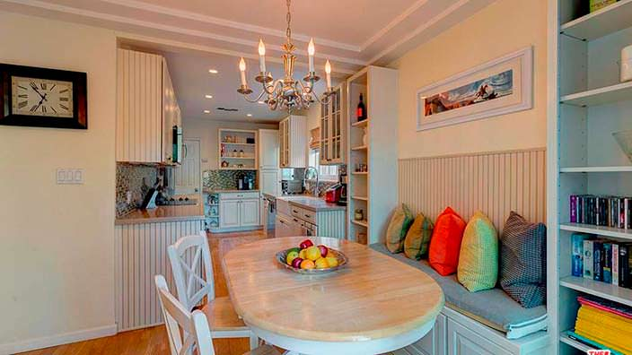 Столовая на кухне