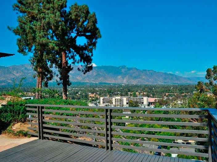Панорамный вид на горы из дома Рэйчел Билсон