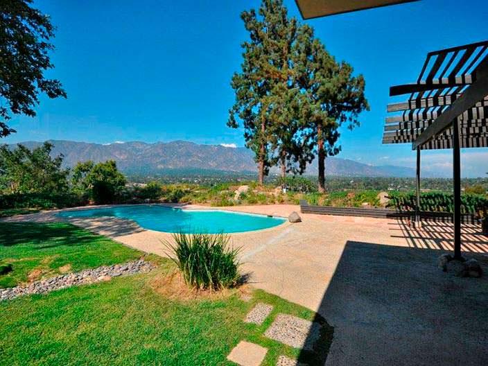 Бассейн с видом на горы у дома актрисы Рэйчел Билсон