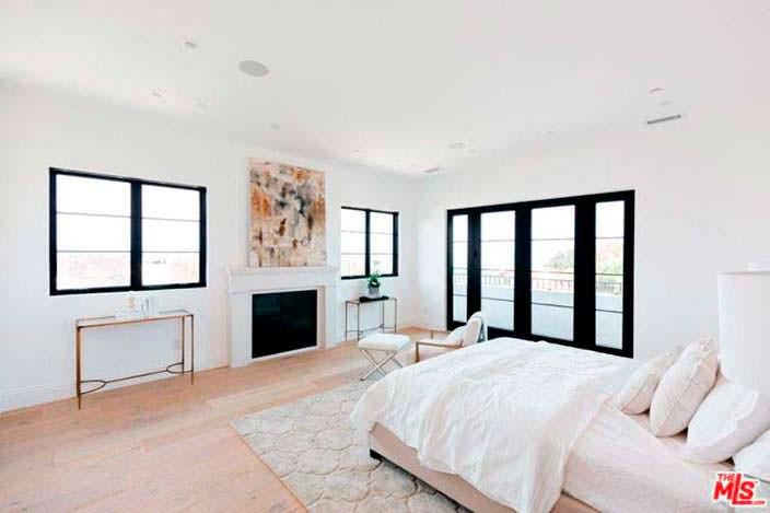 Белый и черный в дизайне спальни