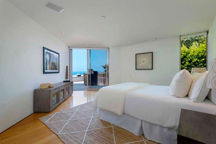 Гостевая спальня с видом на Тихий океан