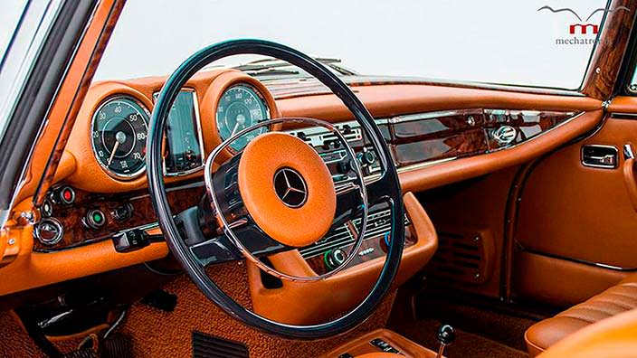 Карамельная кожа в салоне Mercedes-Benz W111 M-Coupe