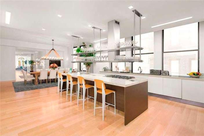 Остров-барная стойка на кухне в пентхаусе в Нью-Йорке
