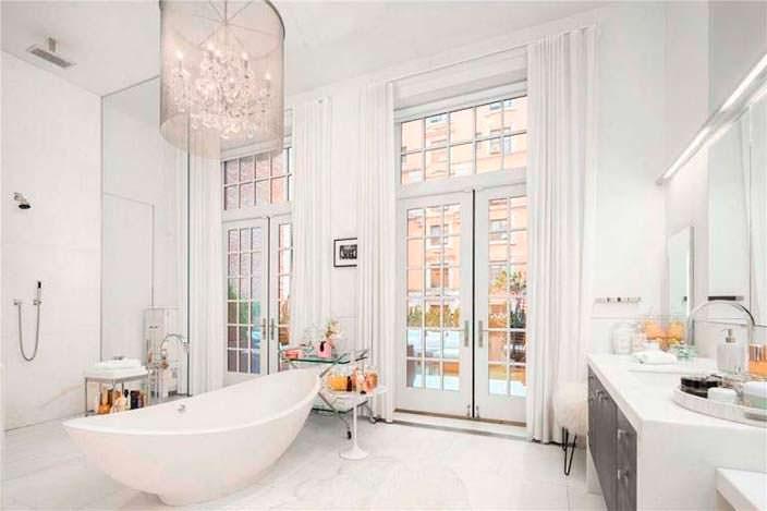 Итальянский мрамор в ванной пентхауса Дженнифер Лопес