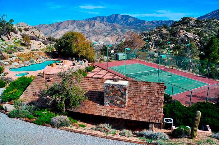Теннисный корт у ранчо Фрэнка Синатры