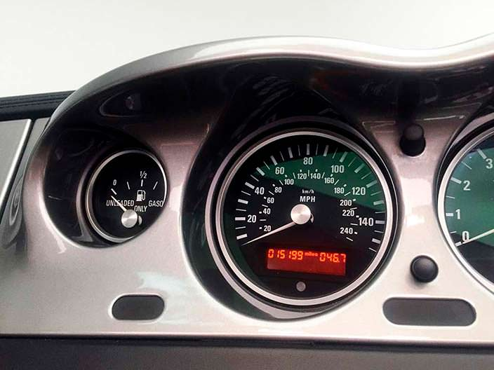 Одометр BMW Z8 с оригинальным пробегом