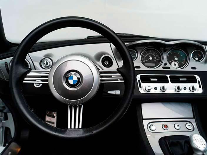 Фото салона BMW Z8 Стива Джобса
