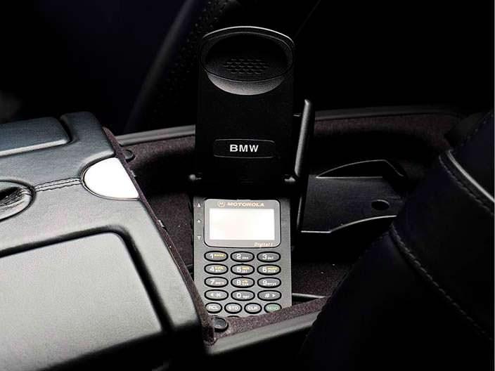 Телефон Motorola в салоне BMW Z8