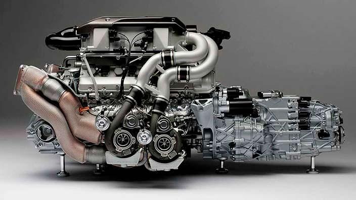 Модель двигателя Bugatti Chiron с коробкой передач в масштабе 1:4