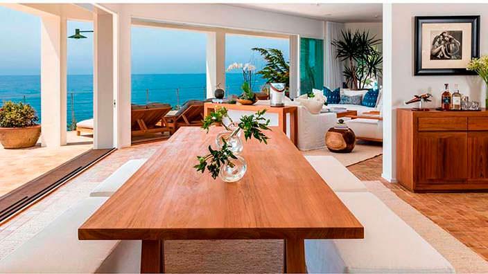 Вилла с панорамными окнами с видом на океан в Малибу