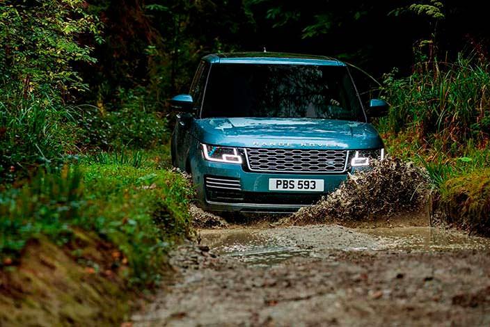 Внедорожник Range Rover 2018 на бездорожье