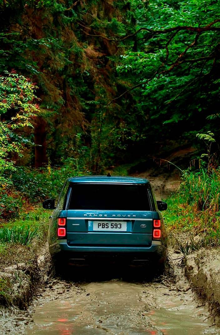 Новый внедорожник Range Rover 2018 на бездорожье