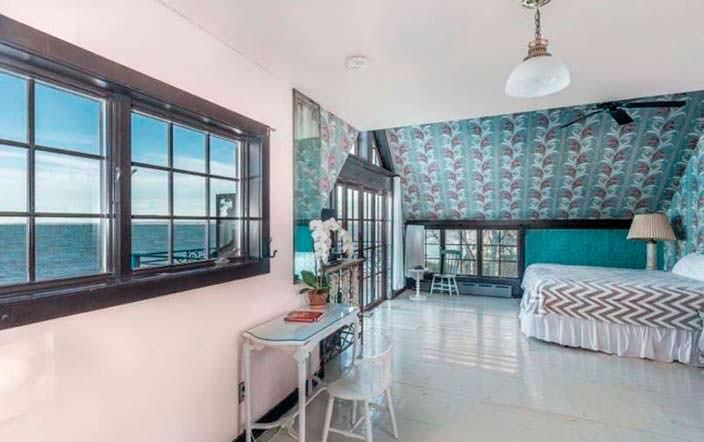 Спальня с балконом и видом на Атлантический океан