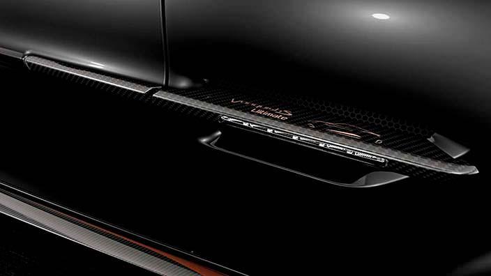 Углерод в салоне Aston Martin Vanquish S Ultimate Edition