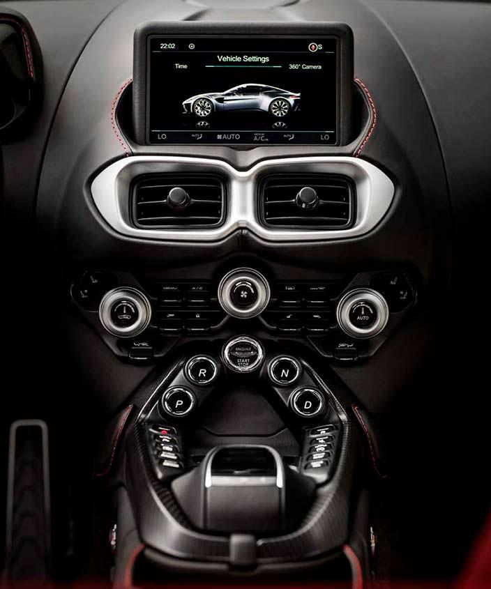 Приборная панель Aston Martin Vantage 2018