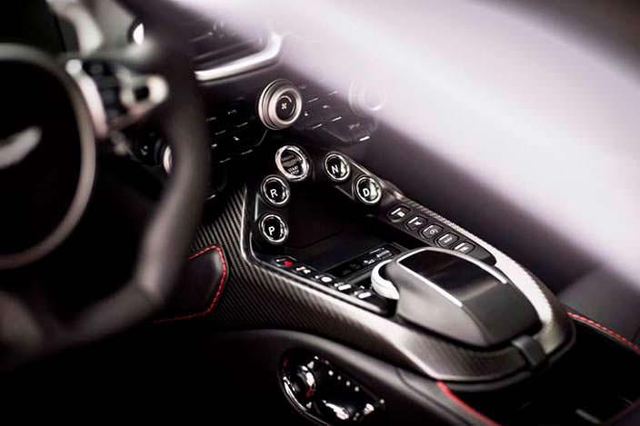 Центральный тоннель Aston Martin Vantage 2018