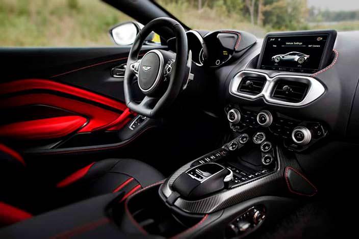 Фото салона Aston Martin Vantage 2018