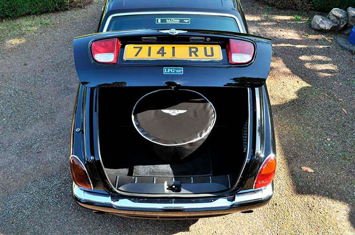 Багажник Bentley Arnage. Запаска в чехле