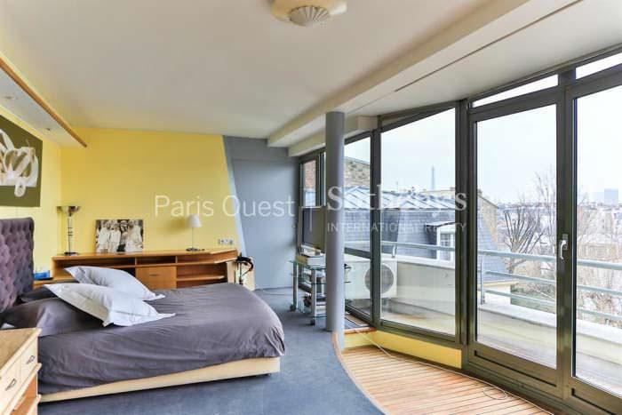 Фото спальни с выходом на балкон