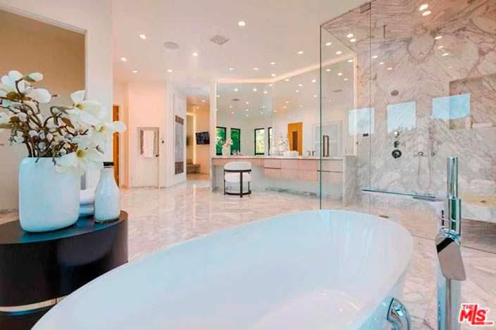 Элитная ванная комната в доме Евы Лонгории