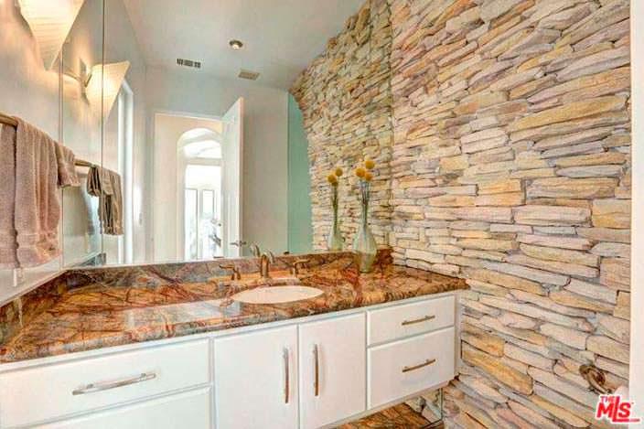 Каменная кладка в дизайне ванной комнаты