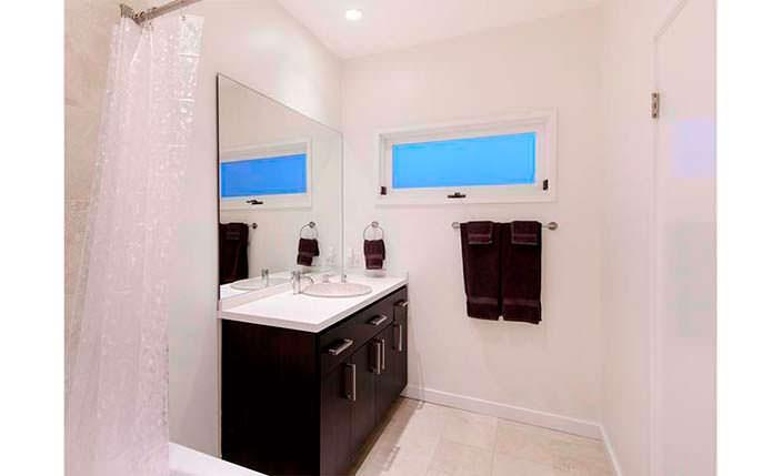 Белый дизайн ванной комнаты