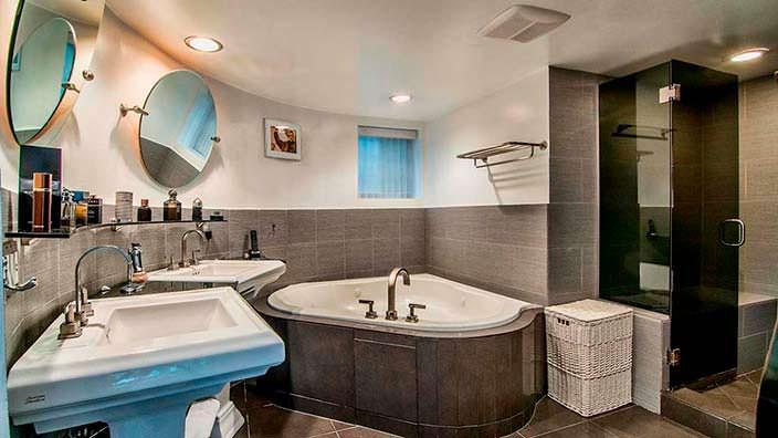 Угловая ванная в дизайне