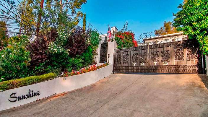 Ворота в дом Винни Джонса на Голливудских Холмах