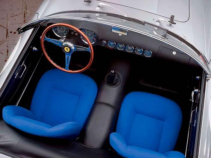 Синие сиденья в салоне Ferrari 250 GT LWB California