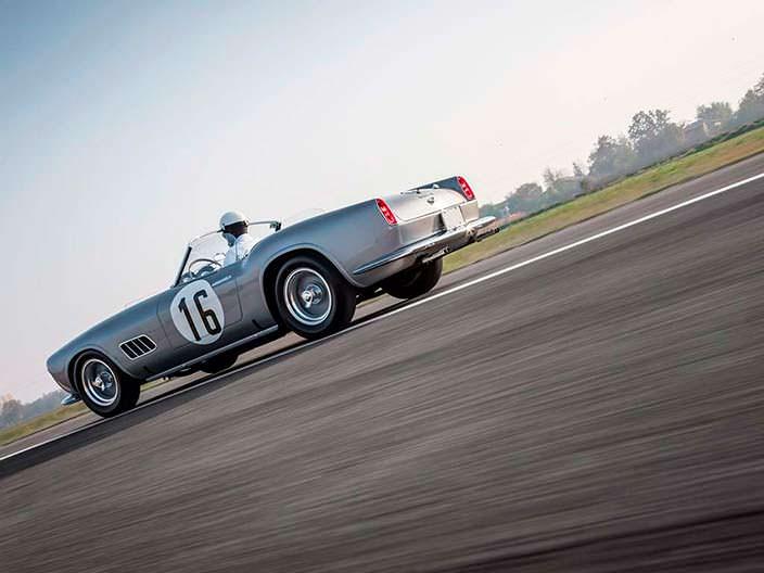 Самый красивый родстер 60-х Ferrari 250 GT LWB California