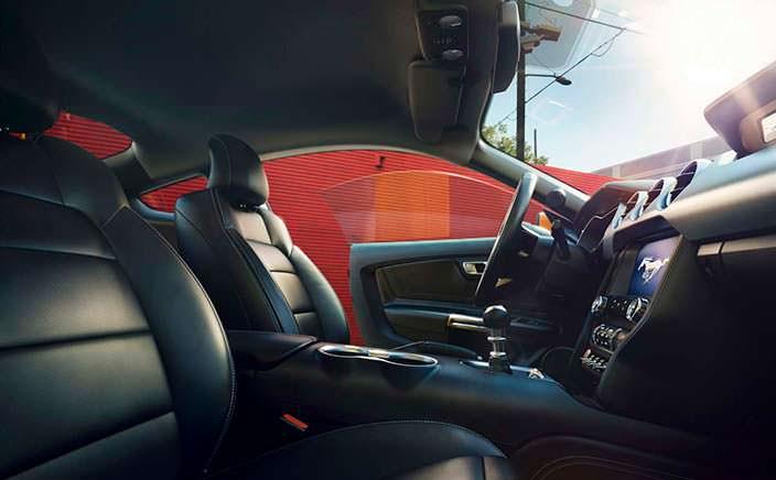 Интерьер Ford Mustang