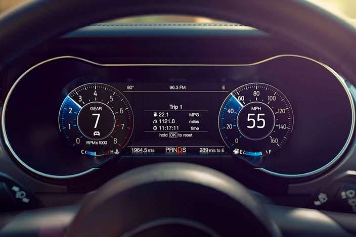 Цифровой кокпит Ford Mustang