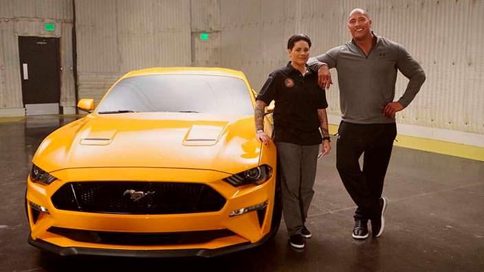Скала Джонс и Ford Mustang