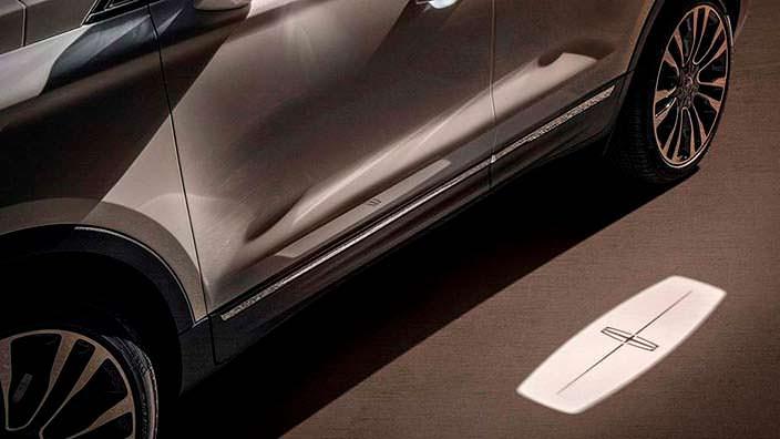 Проекция логотипа бренда Lincoln MKC