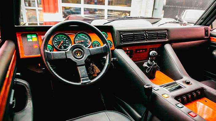 Салон внедорожника Lamborghini LM002