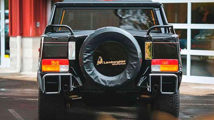 Отреставрированный внедорожник Lamborghini LM002 1990 года