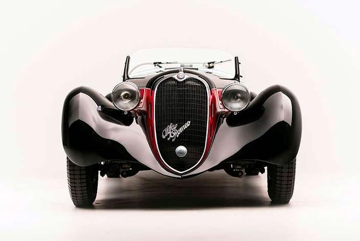 Ретро Alfa Romeo 6C 2500 SS Spider 1942 года выпуска