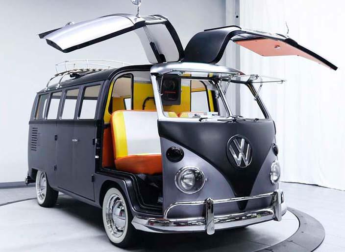 Двери крылья-сокола в Volkswagen T1 1967 года
