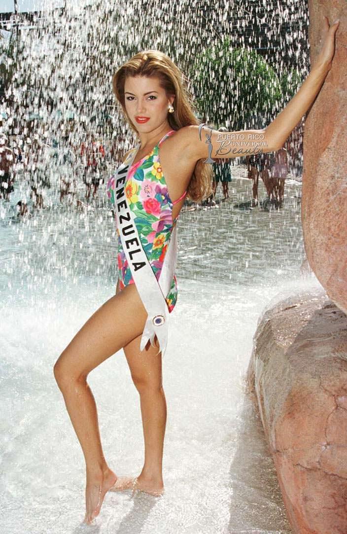 Фото | Мисс Вселенная 1996 в купальнике