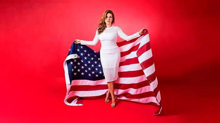 Фото | Алисия Мачадо с флагом США