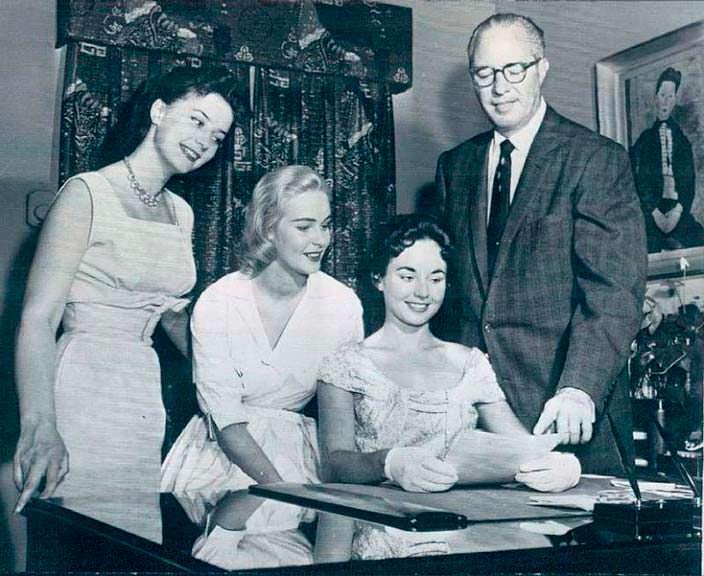 Мисс Вселенная 1956 Кэрол Моррис подписала кино-контракт