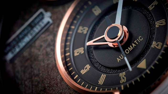 Усложнения циферблата часов REC Watches
